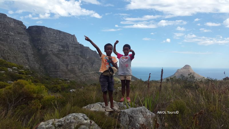 kids-hiking-pulpit-rock-table-mountain